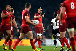 Chris Robshaw of England speaks to his team - Mandatory byline: Patrick Khachfe/JMP - 07966 386802 - 18/09/2015 - RUGBY UNION - Twickenham Stadium - London, England - England v Fiji - Rugby World Cup 2015 Pool A.