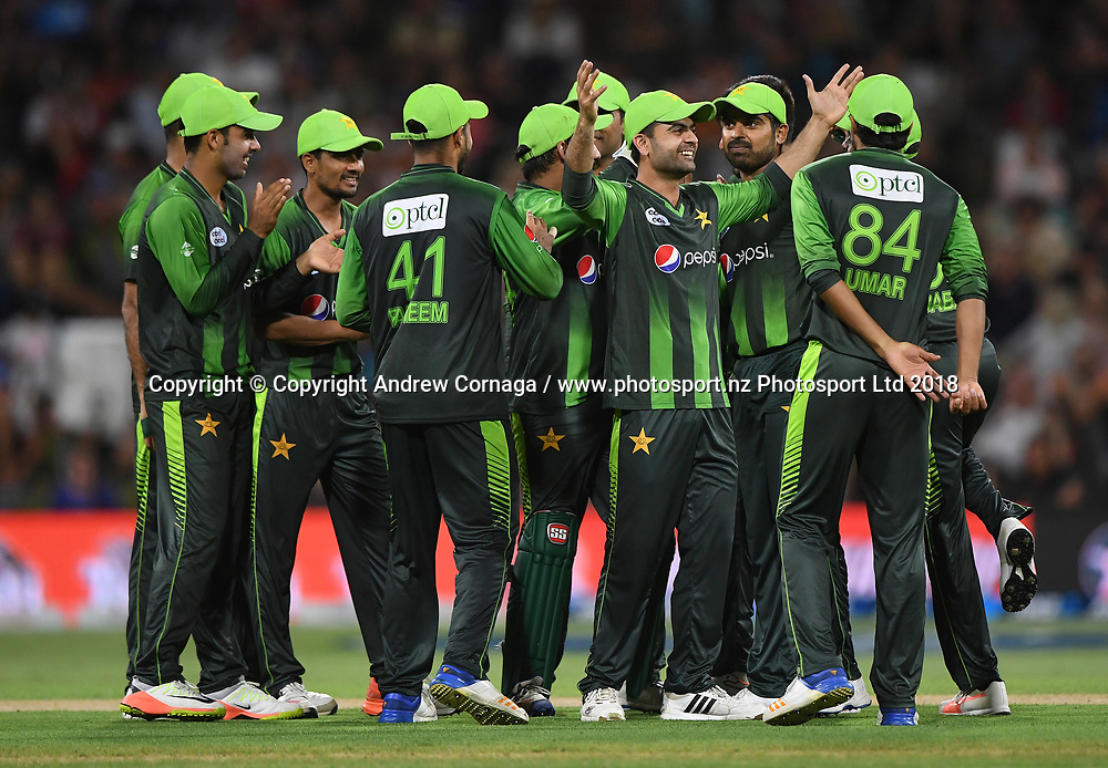 Pakistan players celebrate the wicket of Taylor.<br /> Pakistan tour of New Zealand. T20 Series. 3rd Twenty20 international cricket match, Bay Oval, Mt Maunganui, New Zealand. Sunday 28 January 2018. &copy; Copyright Photo: Andrew Cornaga / www.Photosport.nz