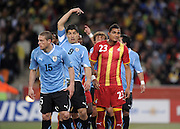 FUSSBALL WM 2010    VIERTELFINALE  02.07.2010 Uruguay - Ghana Diego PEREZ (li, Uruguay) mit Luis SUAREZ (m, Uruguay) gegen Kevin Prince BOATENG (re, Ghana) during the 2010 FIFA World Cup South Africa Quarter Final match between Uruguay and Ghana at the Soccer City stadium on July 2, 2010 in Johannesburg, South Africa.