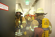Mannheim. 12.06.17 | Freiwillige Feuerwehr übt <br /> Neckarau. Freiwillige Feuerwehr übt Rettungseinsatz in verwinkelten Gebäuden. Dazu hat das Lager Prime Selfstorage das Gebäude zur Verfügung gestellt. Übung der Freiwilligen Feierwehr <br /> <br /> <br /> BILD- ID 1093 |<br /> Bild: Markus Prosswitz 12JUN17 / masterpress (Bild ist honorarpflichtig - No Model Release!)