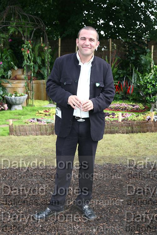 Chris Collins, KIM WILDE TO HOSTS RHS ÔA MAGICAL GARDEN PARTY' -HAMPTON COURT PALACE FLOWER SHOW, 2 JULY 2007. DO NOT ARCHIVE-© Copyright Photograph by Dafydd Jones. 248 Clapham Rd. London SW9 0PZ. Tel 0207 820 0771. www.dafjones.com.