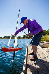 © Licensed to London News Pictures - 27/06/2018, Cirencester, UK. Members of the Cotswold Model Yacht Club enjoy sailing in the summer heatwave during their Wednesday Summer Leage race fixture at The Cotswold Water Park. Photo Credit : Stephen Shepherd/LNP