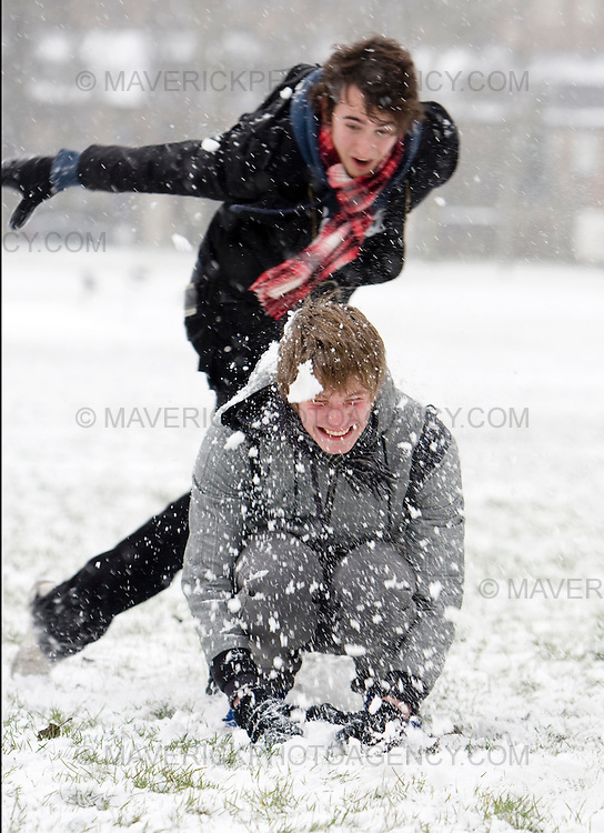 People play with the snow in Edinburgh as snow falls across the UK..02/2/2009.Picture Michael Hughes/Maverick