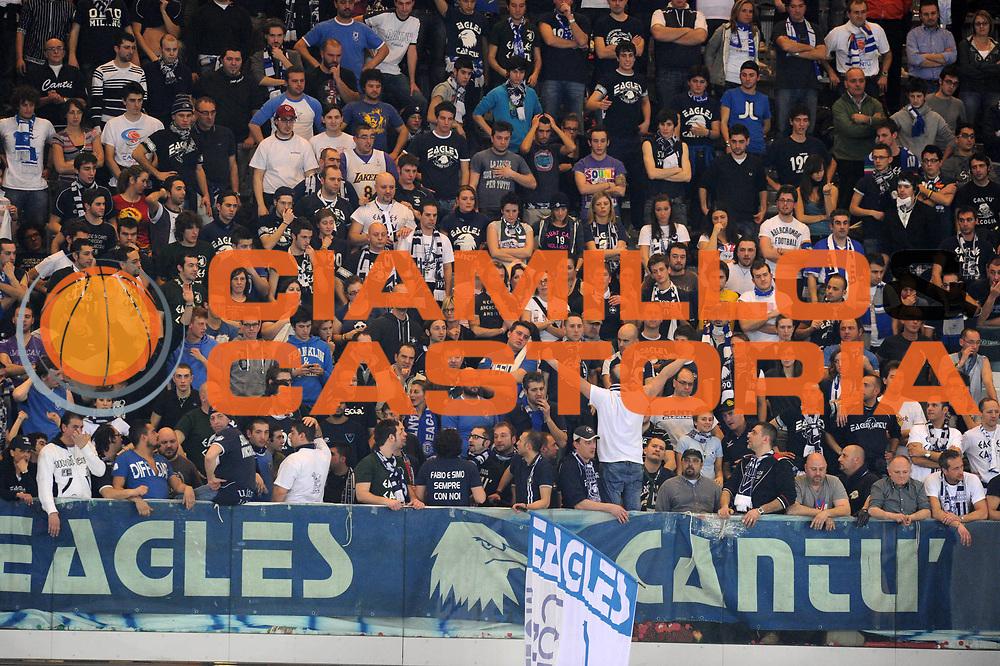 DESCRIZIONE : Torino Coppa Italia Final Eight Finale Montepaschi Siena Bennet Cantu <br /> GIOCATORE : Tifosi cantu Pubblico<br /> SQUADRA : Montepaschi Siena Bennet Cantu<br /> EVENTO : Agos Ducato Basket Coppa Italia Final Eight 2011<br /> GARA : Montepaschi Siena Bennet Cantu<br /> DATA : 13/02/2011<br /> CATEGORIA : Supporter<br /> SPORT : Pallacanestro<br /> AUTORE : Agenzia Ciamillo-Castoria/GiulioCiamillo<br /> Galleria : Final Eight Coppa Italia 2011<br /> Fotonotizia : Torino Coppa Italia Final Eight 2011 Quarti di Finale Montepaschi Siena Bennet Cantu <br /> Predefinita :
