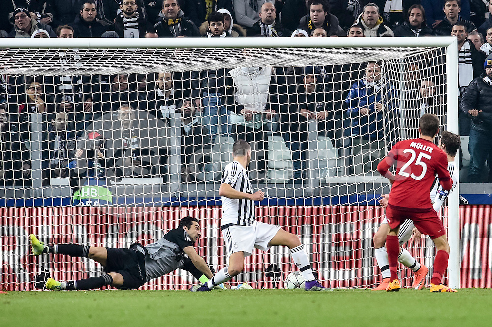 Thomas Muller of Bayern Munchen scores first goal for his team during the UEFA Champions League match Round of 16 between Juventus and Bayern Munich at the Juventus Stadium, Turin, Italy on 23 February 2016. Photo by Giuseppe Maffia.