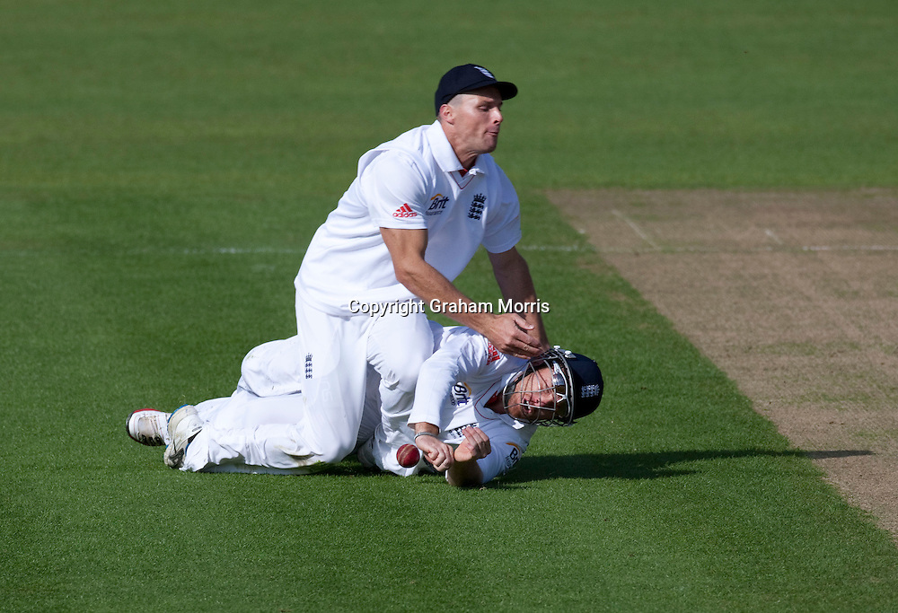 Stewart Walters collides with Ian Bell during the first npower Test Match between England and Sri Lanka at the SWALEC Stadium, Cardiff.  Photo: Graham Morris (Tel: +44(0)20 8969 4192 Email: sales@cricketpix.com) 30/05/11