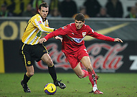 Fotball<br /> Bundesliga<br /> 04.02.07<br /> Borussia Dortmund - VfB Stuttgart<br /> Christoph Metzelder og Mario Gomez Stuttgart<br /> DIGITALSPORT / NORWAY ONLYTrainer
