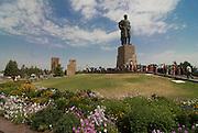 Statue of Timur at Ak Saray Palace, crowd of people, Shakrisab, Uzbekistan