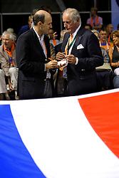 27-06-2010 VOLLEYBAL: WLV NEDERLAND - BRAZILIE: ROTTERDAM<br /> Nederland verliest met 3-2 van Brazilie / Nederlandse vlag met Hans Nieukerke en Michel Everaert<br /> ©2010-WWW.FOTOHOOGENDOORN.NL