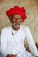 Inde, Rajasthan, village de Meda dans les environs de Jodhpur, population Rabari, Voltaram, 59 ans // India, Rajasthan, Meda village around Jodhpur, Rabari ethnic group, Voltaram, 59 old