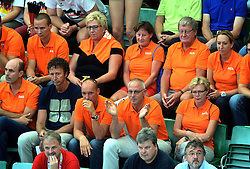 07-09-2013 VOLLEYBAL: EK VROUWEN DUITSLAND - NEDERLAND: HALLE<br /> Nederland verliest met 3-2 van Duitsland / Oranje support publiek met Michel Everaert, Bert Goedkoop en Martin Kersbergen<br /> ©2013-FotoHoogendoorn.nl