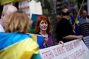 Frankfurt am Main | 05 July 2014<br /> <br /> Am Samstag (05.07.2014) demonstrierten am Domplatz in Frankfurt am Main etwa 25 Menschen f&uuml;r die Unabh&auml;ngigkeit der Ukraine und gegen den Einfluss von Russland.<br /> Hier: Die Demonstrantin mit der Ukraine-Flagge hinter dem Transparent hat sogar ihre Fingern&auml;gel in blau und gelb lackiert.<br /> <br /> [Foto honorarpflichtig, kein Model Release]<br /> <br /> &copy;peter-juelich.com