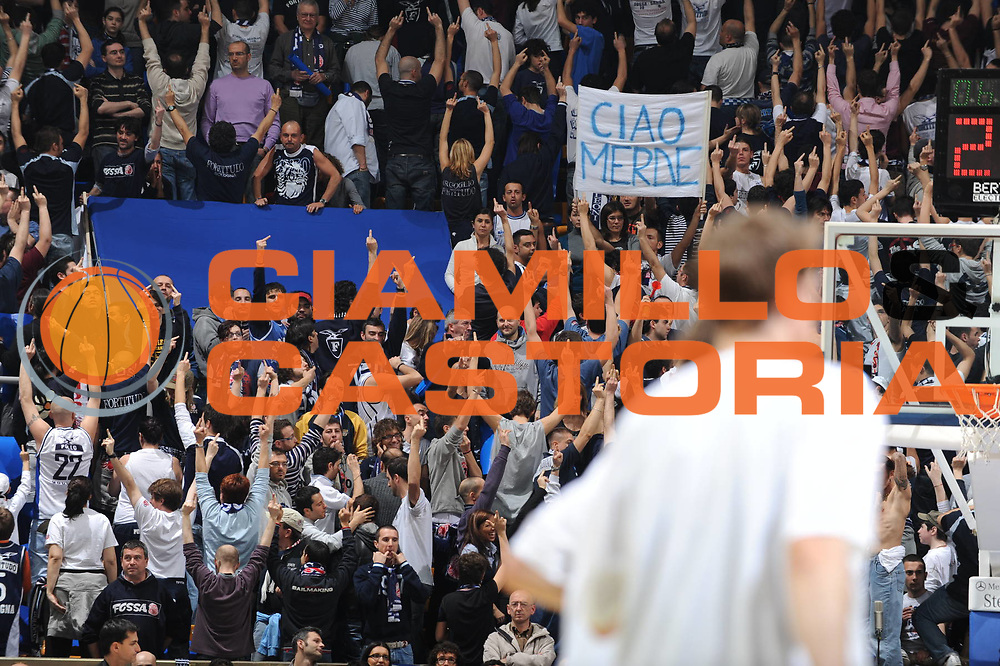 DESCRIZIONE : Bologna Lega A 2008-09 GMAC Fortitudo Bologna La Fortezza Virtus Bologna<br /> GIOCATORE : Tifosi<br /> SQUADRA : GMAC Fortitudo Bologna<br /> EVENTO : Campionato Lega A 2008-2009<br /> GARA : GMAC Fortitudo Bologna La Fortezza Virtus Bologna<br /> DATA : 29/03/2009<br /> CATEGORIA : delusione<br /> SPORT : Pallacanestro<br /> AUTORE : Agenzia Ciamillo-Castoria/M.Marchi