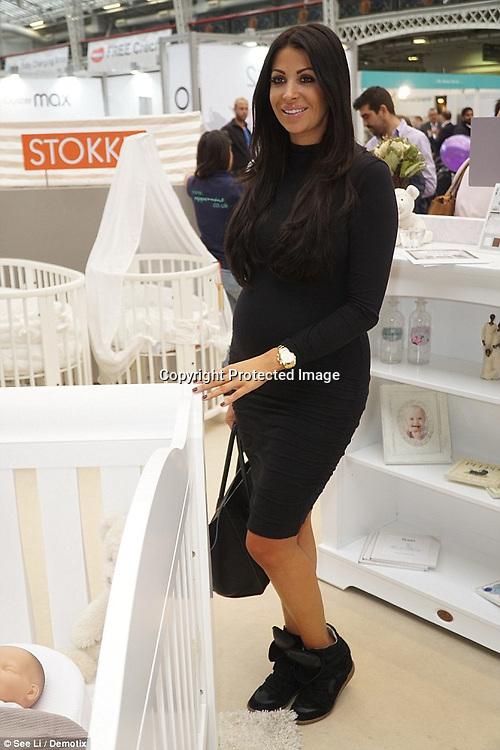Cara Kilbey first glimpse baby bump in black bodycon dress | Daily Mail Online http://www.dailymail.co.uk/tvshowbiz/article-3287370/Cara-Kilbey-glimpse-baby-bump-black-bodycon-dress.html#ixzz3pfylvo5g