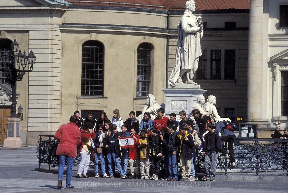 DEU, Germany, Berlin, the Schiller Monument in front of the Schauspielhaus at the Gendarmenmarket.....DEU, Deutschland, Berlin, das Schillerdenkmal vor dem Schauspielhaus am Gendarmenmarkt.........