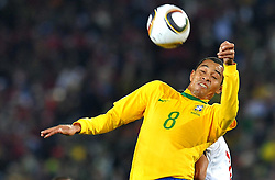 28.06.2010, Ellis Park Stadium, Johannesburg, RSA, FIFA WM 2010, Brazil (BRA) vs Chile. (CHI), im Bild Gilberto Silva (Brasile). EXPA Pictures © 2010, PhotoCredit: EXPA/ InsideFoto/ Giorgio Perottino +++ for Austria and Slovenia only +++ / SPORTIDA PHOTO AGENCY