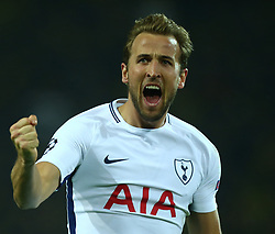 November 21, 2017 - Dortmund, Germany - Tottenham Hotspur's Harry Kane scores his sides equalising goal to make the score 1-1.during UEFA Champion  League Group H Borussia Dortmund between Tottenham Hotspur played at Westfalenstadion, Dortmund, Germany 21 Nov 2017  (Credit Image: © Kieran Galvin/NurPhoto via ZUMA Press)