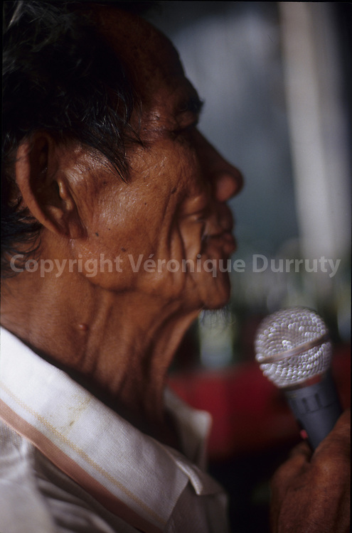OLD MAN SINGING IN A KARAOKE BAR, VIGAN, LUZON ISLAND, THE PHILIPPINES