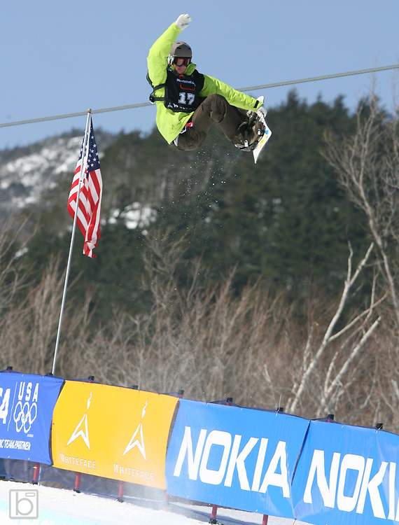 The United States' Elijah Teter competes during the qualification round for the Nokia Snowboard FIS Half-Pipe World Cup at Whiteface Mountain in Lake Placid, N.Y., Friday, March 9,2007. (Photo/Todd Bissonette)