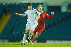LEEDS, ENGLAND - Tuesday, December 2, 2008: Liverpool's Lauri Dalla Valle in action against Leeds United's Callum Williams during the FA Youth Cup 3rd Round at Elland Road. (Photo by David Rawcliffe/Propaganda)