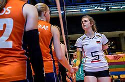 04-04-2017 NED:  CEV U18 Europees Kampioenschap vrouwen dag 3, Arnhem<br /> Duitsland - Nederland 3-1 / Nederland verliest kansloos van Duitsland met 3-1 - Handshaking Emma Cyris #5