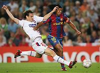 Fotball <br /> 19.09.07<br /> UEFA Champions League <br /> FC Barcelona - Olympique Lyon<br /> Foto: Witters/Digitalsport<br /> NORWAY ONLY<br /> <br /> v.l. Sebastien Squillaci , Ronaldinho (Barcelona)