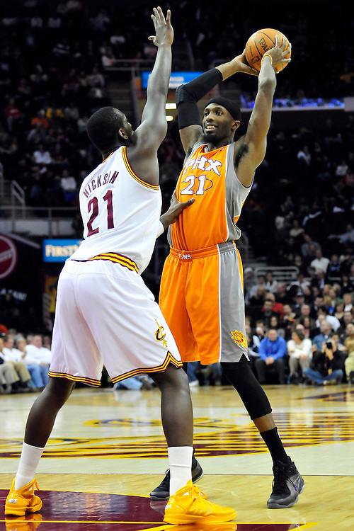 Jan. 19, 2011; Cleveland, OH, USA; Cleveland Cavaliers power forward J.J. Hickson (21) puts pressure on Phoenix Suns power forward Hakim Warrick (21) during the first quarter at Quicken Loans Arena. Mandatory Credit: Jason Miller-US PRESSWIRE