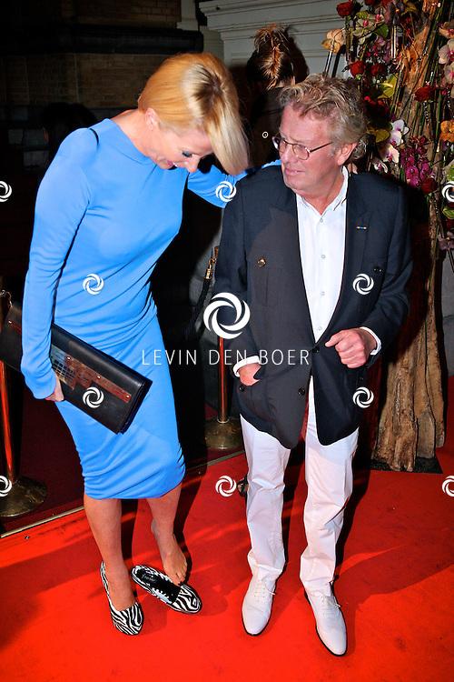 AMSTERDAM - In het Amstel Hotel zijn de Beau Monde Awards 2011 weer uitgereikt.  Met op de foto Jan en Monique des Bouvrie. FOTO LEVIN DEN BOER - PERSFOTO.NU