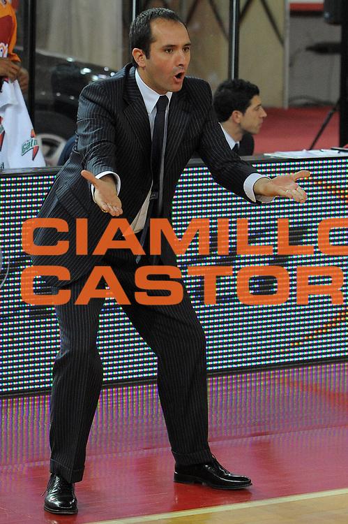 DESCRIZIONE : Roma Lega A 2009-10 Lottomatica Virtus Roma Banca Tercas Teramo <br /> GIOCATORE : Coach Gennaro Di Carlo<br /> SQUADRA : Lottomatica Virtus Roma <br /> EVENTO : Campionato Lega A 2009-2010 <br /> GARA : Lottomatica Virtus Roma Banca Tercas Teramo<br /> DATA : 13/12/2009<br /> CATEGORIA : Delusione<br /> SPORT : Pallacanestro <br /> AUTORE : Agenzia Ciamillo-Castoria/G.Vannicelli<br /> Galleria : Lega Basket A 2009-2010 <br /> Fotonotizia : Roma Campionato Italiano Lega A 2009-2010 Lottomatica Virtus Roma Banca Tercas Teramo <br /> Predefinita :