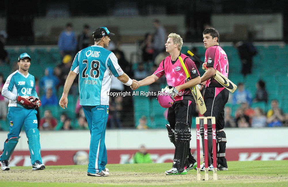 16.12.2011 Sydney, Australia.Brisbane Heat batsman Matthew Hayden congratulates Sydney Sixers all rounder Steve Smith on winning the KFC T20 Big Bash League game between Sydney Sixers and Brisbane Heat at the Sydney Cricket Ground.