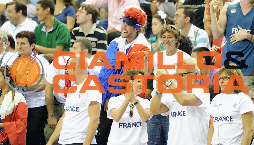 DESCRIZIONE : Championnat Du Monde 2010 Turquie Izmir Tour Preliminaire <br /> GIOCATORE : Supporters France<br /> SQUADRA : France <br /> EVENTO : Championnat du monde 2010<br /> GARA : France Espagne<br /> DATA : 28/08/2010<br /> CATEGORIA : Basketball Action Homme<br /> SPORT : Basketball<br /> AUTORE : JF Molliere FFBB par Agenzia Ciamillo-Castoria <br /> Galleria : France Basket Championnat du monde 2010<br /> Fotonotizia : Championnat du monde Turquie Izmir Tour Preliminaire Jour 1<br /> Predefinita :