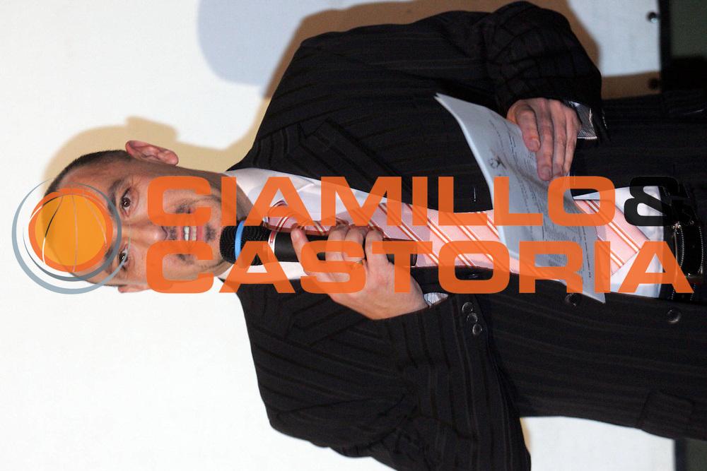 DESCRIZIONE : Quattro Castella Premio Reverberi 2005-06 <br />GIOCATORE : Assessore allo Sport<br />SQUADRA : <br />EVENTO : Premio Reverberi 2005-2006 <br />GARA : <br />DATA : 20/02/2006 <br />CATEGORIA : Premiazione <br />SPORT : Pallacanestro <br />AUTORE : Agenzia Ciamillo-Castoria/Fotostudio13