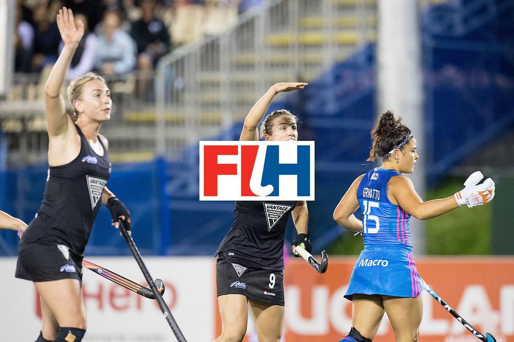 AUCKLAND - Sentinel Hockey World League final women<br /> Match id: 10304<br /> 14 ARG v NZL 1-2<br /> Foto: Brooke Neal complaining.<br /> WORLDSPORTPICS COPYRIGHT FRANK UIJLENBROEK