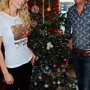 NLD/Amsterdam/20111208- Sky Radio Christmas tree for Charity, Jochem van Gelder en Charlotte Labee