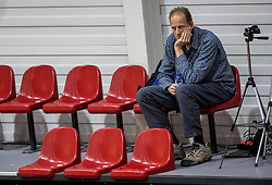 02-10-2016 NED: Supercup VC Sneek - Eurosped, Doetinchem<br /> Eurosped wint de Supercup door Sneek met 3-0 te verslaan / Redbad Strikwerda bekijkt de wedstrijd