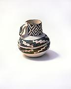 0117-1009 ~ Copyright:  George H. H. Huey ~ Roosevelt Black-on-white jar.  Salado Culture.  Anasazi.  Tonto National Monument, Arizona.