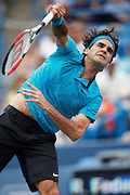 CINCINNATI, OH - AUGUST 22: Roger Federer of Switzerland serves to Andy Murray of Great Britain during day six of the Western & Southern Financial Group Masters on August 22, 2009 at the Lindner Family Tennis Center in Cincinnati, Ohio. Federer defeated Murray 6-2, 7-6. (Photo by Joe Robbins)