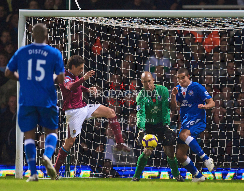 LONDON, ENGLAND - Sunday, November 8, 2009: Everton's goalkeeper Tim Howard and Jack Rodwell save from West Ham United's Guillermo Franco during the Premiership match at Upton Park. (Photo by David Rawcliffe/Propaganda)