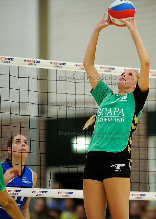 27-10-2012 VOLLEYBAL: VV ALTERNO - SLIEDRECHT SPORT: APELDOORN<br /> Sliedrecht Sport wint met 3-1 van Alterno / Lisette Stindt<br /> &copy;2012-FotoHoogendoorn.nl