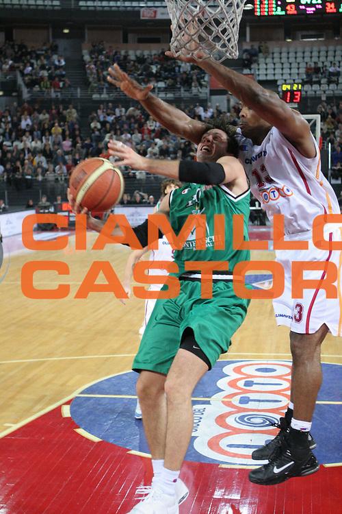 DESCRIZIONE : Roma Lega A1 2005-06 Lottomatica Virtus Roma Montepaschi Siena <br /> GIOCATORE : Pecile <br /> SQUADRA : Montepaschi Siena <br /> EVENTO : Campionato Lega A1 2005-2006 <br /> GARA : Lottomatica Virtus Roma Montepaschi Siena <br /> DATA : 04/12/2005 <br /> CATEGORIA : Tiro <br /> SPORT : Pallacanestro <br /> AUTORE : Agenzia Ciamillo-Castoria/M.Cacciaguerra <br /> Galleria : Lega Basket A1 2005-2006 <br /> Fotonotizia : Roma Campionato Italiano Lega A1 2005-2006 Lottomatica Virtus Roma Montepaschi Siena <br /> Predefinita :