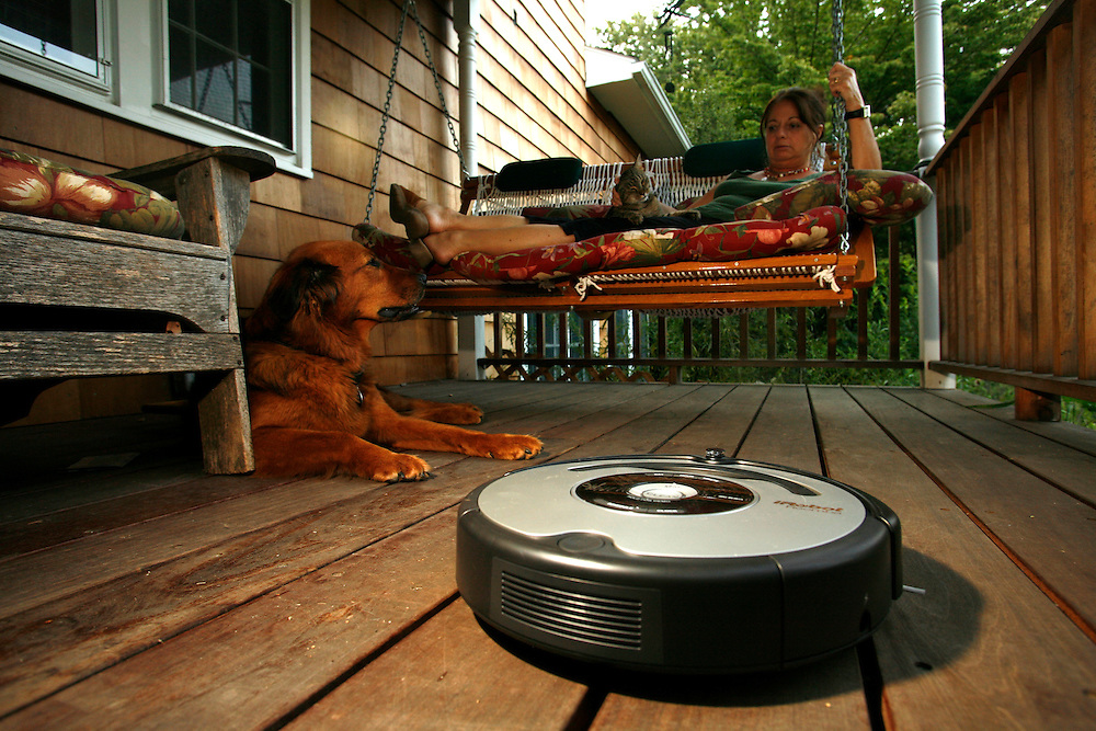 The iRobot Roomba 860 cleaning the house of the Taylor family at  Millwood,..New York, Wednesday August 29,2007 ....