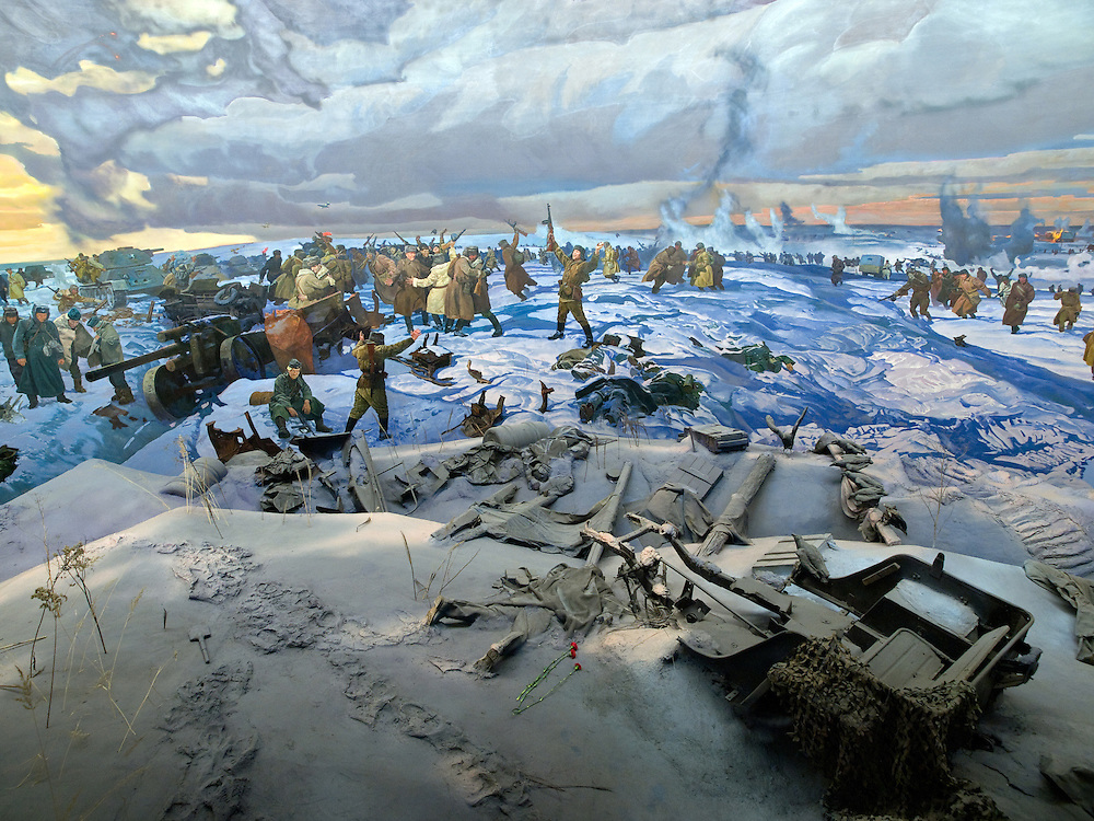 Moskau/Russische Foederation, RUS, 10.05.2008: Ein drei dimensionales Diorama welches die Schlacht von Stalingrad waehrend des 2. Weltkriegs darstellt. Das ganze im Museum des Grossen Vaterlaendischen Krieges in Moskau. Das Museum befindet sich auf dem Berg &quot;Poklonnaja Gora&quot;. Verbunden damit ist der sogenannte Siegespark mit einer offenen Darstellung von militaerischen Fahrzeugen, Flugzeugen und Kanonen.<br /> <br /> Moscow/Russian Federation, RUS, 10.05.2008: A three-dimensional model (diorama) about the Stalingrad battle during the Second World War at the Museum of the Great Patriotic War in Moscow at Poklonnaya Gora (Bowing Hill). Featured is the Victory Park with an open display of military vehicles, aircraft, cannons and the Central Museum building of the Great Patriotic War.