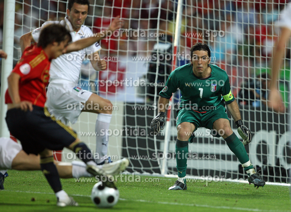 David Silva of Spain (21) almost scored against Goalkeeper of Italy Gienluigi Buffon during the UEFA EURO 2008 Quarter-Final soccer match between Spain and Italy at Ernst-Happel Stadium, on June 22,2008, in Wien, Austria. Spain won after penalty shots 4:2. (Photo by Vid Ponikvar / Sportal Images)