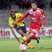 Ajaccio's Brazilian forward Eduardo Ribeiro Dos Santos (L) vies with Sochaux's forward Sloan Privat during a French L1 football match Ajaccio vs Sochaux at the Francois Coty stadium in Ajaccio on May 2, 2012. PHOTO PASCAL POCHARD-CASABIANCA / AFP / DPPI