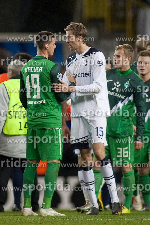24.11.2010, White Hart Lane, London, ENG, UEFA CL Gruppe A Tottenham Hotspur  ( GBR ) vs Werder Bremen (GER) , im Bild Sandro Wagner ( Werder #19 ) Peter Crouch (Tottenham #15) nach dem Spiel  re Max Kruse ( Werder #36 ) Philipp Bargfrede ( Werder #44 ).  EXPA Pictures © 2010, PhotoCredit: EXPA/ nph/  Gunn****** out ouf GER ******
