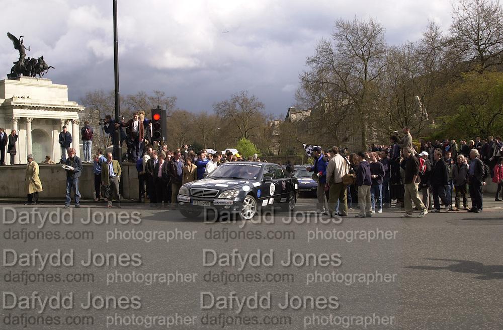Gumball rally departure. Hyde Park corner. London. 26 April 2001. © Copyright Photograph by Dafydd Jones 66 Stockwell Park Rd. London SW9 0DA Tel 020 7733 0108 www.dafjones.com