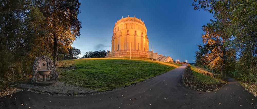 Errichtet wurde die Befreiungshalle im Andenken an die gewonnenen Schlachten gegen Napoleon während der Befreiungskriege in den Jahren von 1813 bis 1815.