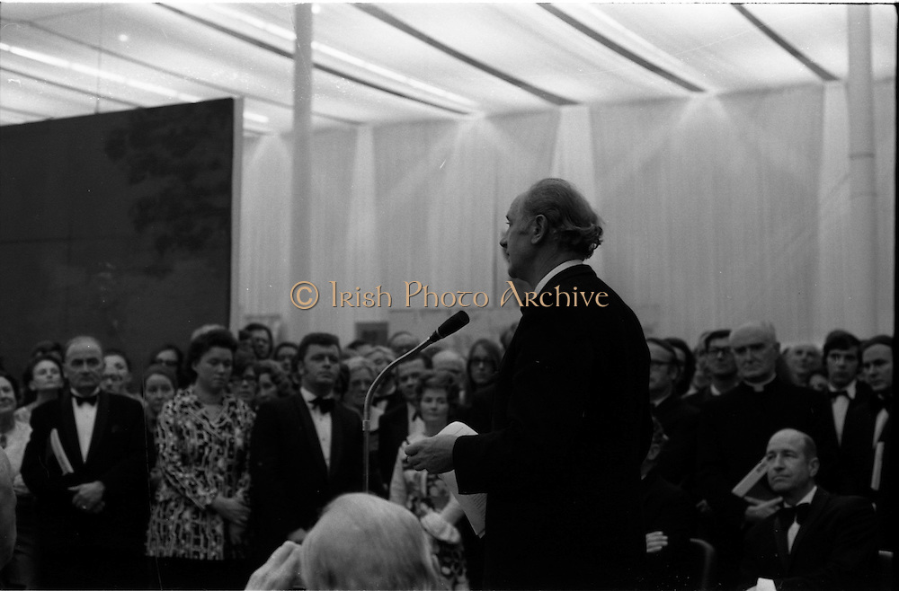 24/10/1971<br /> 10/24/1971<br /> 24 October 1971<br /> Opening of ROSC 1971 art exhibition at the RDS, Ballsbridge, Dublin. Picture shows An Taoiseach Mr Jack Lynch speaking at the opening.