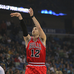 Jan 29, 2010; New Orleans, LA, USA; Chicago Bulls guard Kirk Hinrich (12) shoots against the New Orleans Hornets during the first half at the New Orleans Arena. Mandatory Credit: Derick E. Hingle-US PRESSWIRE