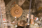Tegerarbeid, saltkrukke. Sølvarbeid og kniver med samisk dekor og materialer. Jielije saemien duedtie, Living Sami Handcraft, Tråante 2017, Rørosmuseet,